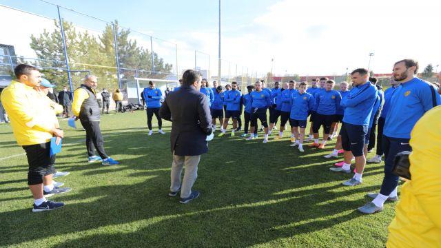 "Fatih Mert'ten futbolculara; ""Kendinize güvenin"""