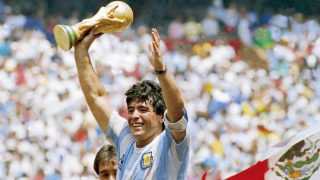 Maradona için Türkiye'de de saygı duruşu