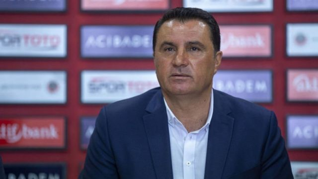 Mustafa Kaplan camiadan özür diledi