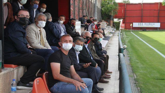 Niyazi Akdaş U-19 maçını izledi