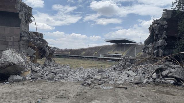 Cebeci İnönü Stadı yıkılıyor, bir devir daha kapanıyor...